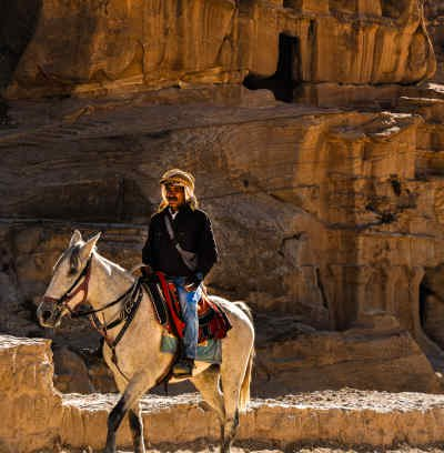 hOMME A CHEVAL A WADI RUM