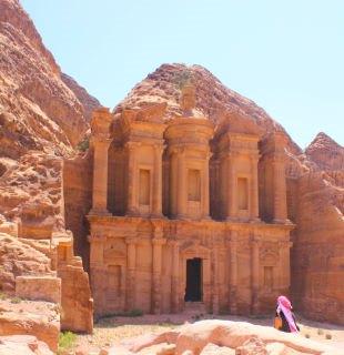 Al deir à Petra en Jordanie